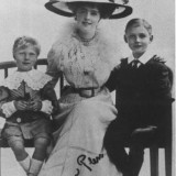 Zamek Książ. Księżna Daisy z synami