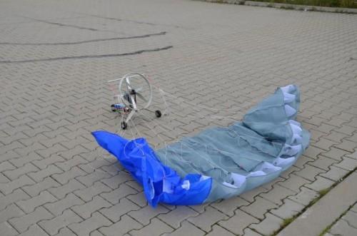 """Paraplan - paralotnia z napędem elektrycznym zbudowana przez uczniów z Zespołu Szkół Politechnicznych """"Energetyk"""""""
