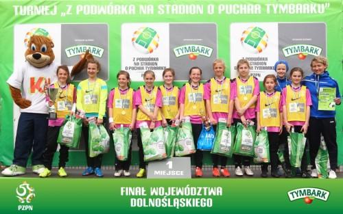Zwycięska drużyna dziewcząt U-12 UKS Pęgów (fot. A. Kraszewski)